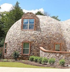 Рис. 4. Энергоэффективные здания: купольный дом